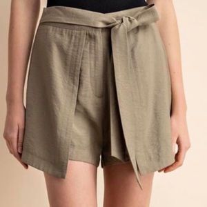 GILLI Tie Front Shorts